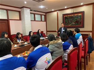 Bảo tàng Hồ Chí Minh tổng kết và trao chứng nhận cho hướng dẫn viên tình nguyện tiếng Anh năm 2018