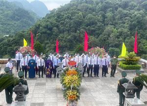 Đoàn đại biểu tỉnh Cao Bằng tổ chức dâng hương, dâng hoa, báo công tại Khu di tích Quốc gia đặc biệt Pác Bó nhân dịp kỷ niệm 131 năm ngày sinh Chủ tịch Hồ Chí Minh (19/5/1890 - 19/5/2021)
