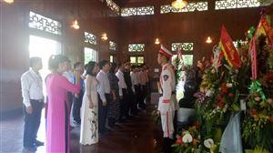 Đoàn đại biểu lãnh đạo tỉnh Nghệ An dâng hoa, dâng hương tưởng niệm Chủ tịch Hồ Chí Minh tại Khu di tích Kim Liên