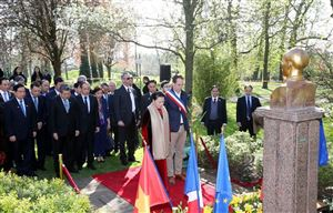 Chủ tịch Quốc hội Nguyễn Thị Kim Ngân thăm Không gian Hồ Chí Minh tại Montreuil, Pháp