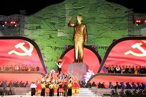 Khánh thành tượng đài Bác Hồ với đồng bào các dân tộc Tây Bắc tại Sơn La