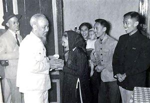 Kỷ niệm 129 năm Ngày sinh Chủ tịch Hồ Chí Minh (19/5/1890 - 19/5/2019):  Hồ Chí Minh - Sáng mãi tên Người!