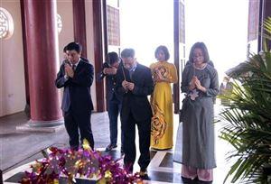 Hoạt động kỷ niệm ngày sinh Chủ tịch Hồ Chí Minh tại Lào và Thái Lan