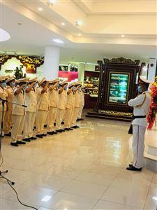 Đảng bộ Công an tỉnh Thừa Thiên Huế dâng hoa, báo công lên Chủ tịch Hồ Chí Minh