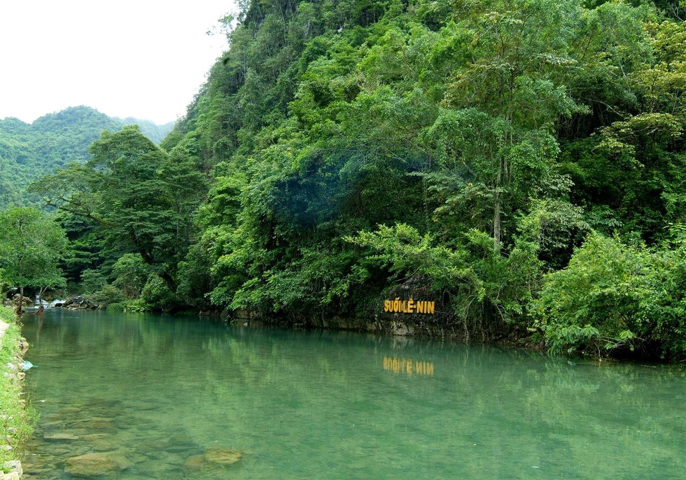 Khu di tích quốc gia đặc biệt Pác Bó-Cao Bằng